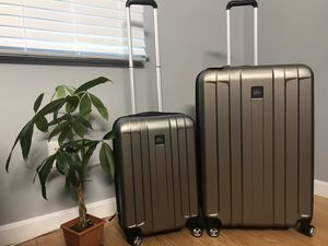 New Skyway luggage 2 PC , Gray color, hard side luggage for Sale in Watertown, MA