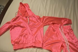 Beautiful hot pink short set for Sale in Atlanta, GA