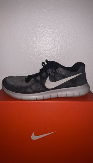 NIKE FREE BLACKWHITEGRAY RUNNING SHOES for Sale in Chino, CA