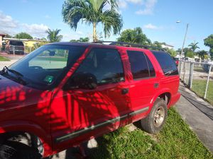 Chevy blazer del ano 2000 for Sale in Hialeah, FL