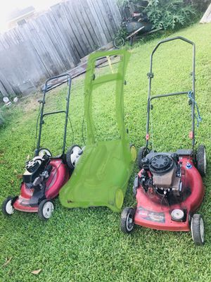 2 lawn mowers/maquinas for Sale in Houston, TX