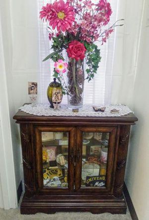Beautiful Display Cabinet for Sale in Las Vegas, NV
