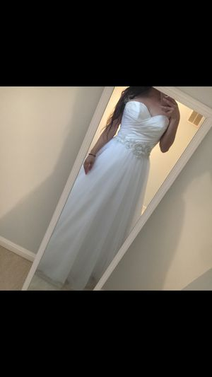 Allure wedding dress size 6 for Sale in Manassas, VA