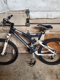 Mongoose Tech 4 High End Mountain Bike for Sale in Lynn,  MA