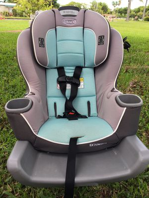 Graco extend2fit car seat with seat protector for Sale in Miramar, FL