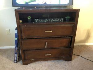 Brown Dresser/Tv Stand for Sale in Orlando, FL