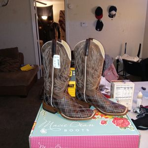 ARIAT BOOTS for Sale in Moore, OK