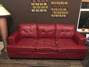 FREE red leather couch for Sale in West Sacramento, CA