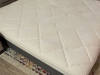 FREE Black stone Mattress 4 Years Old for Sale in North Bend,  WA