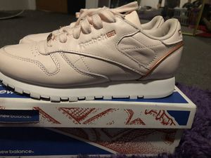 Light pink and rose gold Reebok's for Sale in La Mesa, CA