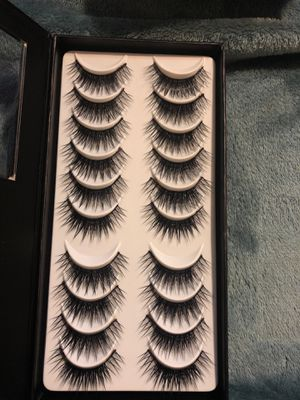 Lashes in a box set- 10 lash set for Sale in South Houston, TX