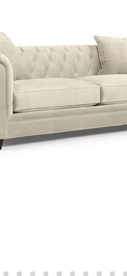 Large Chesterfield Sofa — Like New! for Sale in Redmond,  WA