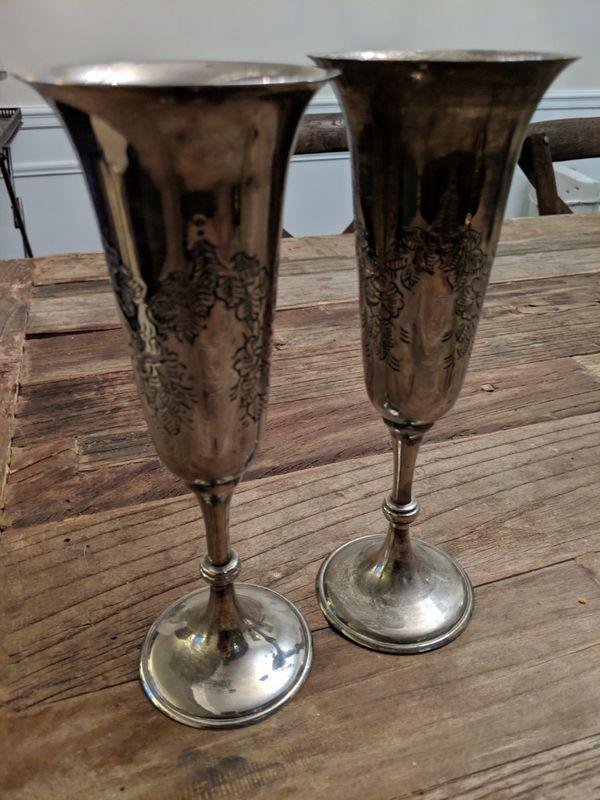 Metal wine champagne flutes cup goblet. Good for decoration.