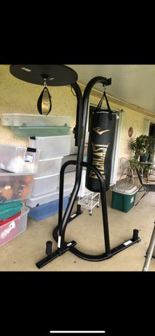 Everlast Dual Station Punching Bag Stand for Sale in Hollywood, FL