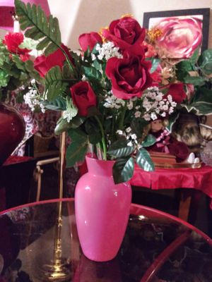 """VINTAGE GLASS VASE W/ARTIFICIAL FLOWERS ATTACHED 18"""" NORMAL WEAR. CLEAN $20.00 ENGLISH-SPANISH for Sale in Mesa, AZ"""