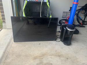 32 inch tv an keurig for Sale in San Antonio, TX
