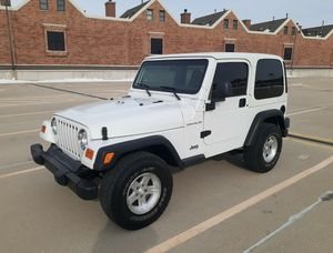 OO2 Jeep Wrangler Super Clean for Sale in Des Moines, IA