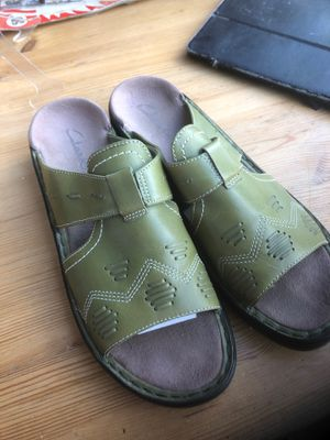 Brand new Clarks slip on shoes size 9 M for Sale in Garden Grove, CA