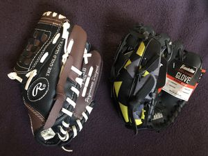 2 Tee Ball Baseball Gloves for Sale in Hacienda Heights, CA