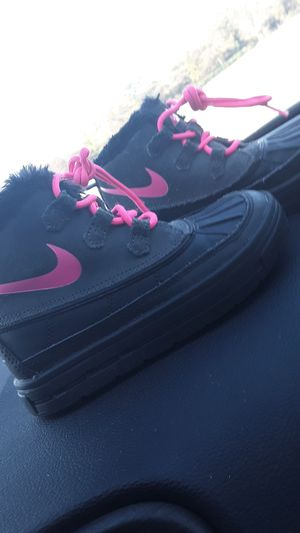 Little girl Pink & Black Nike Boots for Sale in Decatur, GA
