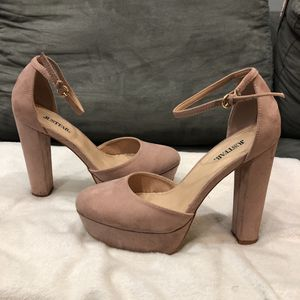 Chunky heel (size:10) for Sale in Normal, IL