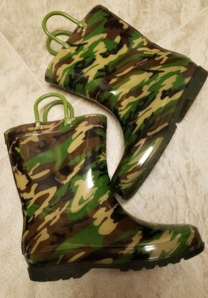 Printed Boys Lightup Rain Boots Size 1 for Sale in Landover, MD