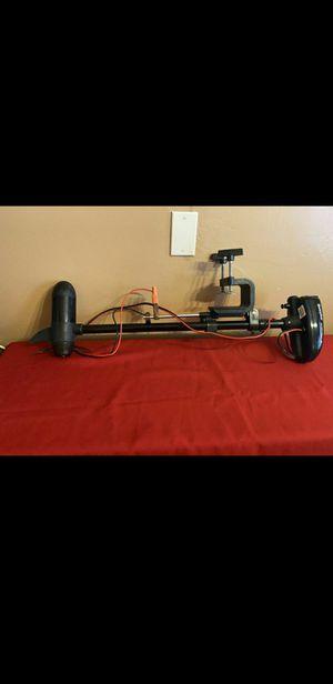 Sevylor 12 volt Electric Motor trolling fishing muting boat motor w/built -in mount for Sale in Lynwood, CA