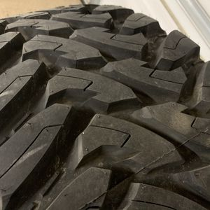 1 NEW Toyo MT 37x13.5R18 LT Tire and used wheel (5x5 Lug) for Sale in Menifee, CA