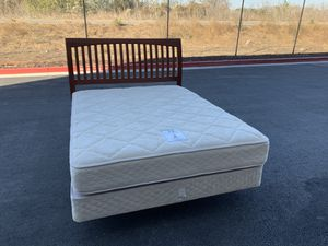Queen size bed with mattresses/ cama tamaño queen con colchones for Sale in Milpitas, CA