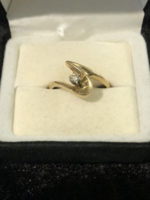 In like new condition 1/4 karat diamond set in a 14 karat gold ring. Size 8 for Sale in Vacaville, CA