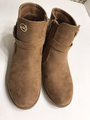 MICHAEL KORS SHORT BOOTS SIZE 13 GIRL for Sale in Irvine, CA