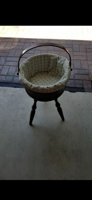 VINTAGE STANDING WOOD BASKET! EXCELLENT CONDITION! for Sale in Delray Beach, FL