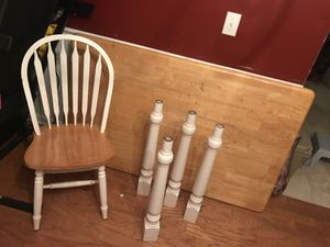 Free dining room table for Sale in Loganville, GA
