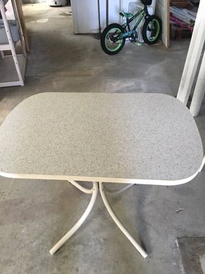 Small kitchen table for Sale in Clawson, MI