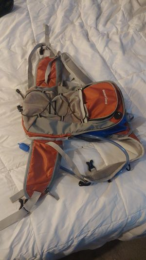 Mubasel Gear Insulated Hydration Backpack with 2L BPA Free Bladder for Sale in Fullerton, CA