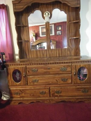 Dresser with Mirror and light for Sale in Haines City, FL