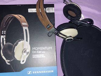Sennheiser Momentum On-Ear Wireless For iPhone - Ivory for Sale in Seattle,  WA
