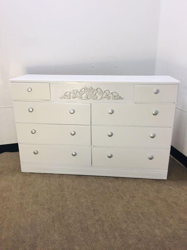 8 drawer dresser WHITE