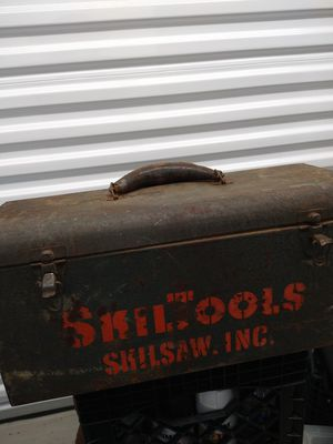 VINTAGE METAL TOOLBOX WITH LEATHER HANDLE $50 for Sale in Chicago, IL