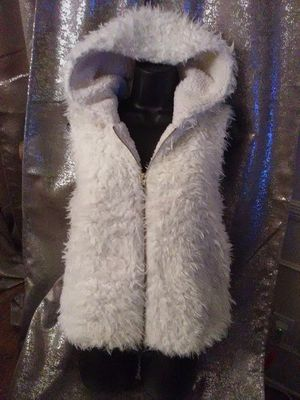 Coat vest, faux fur, fluffy vest Size Small for Sale in Los Angeles, CA
