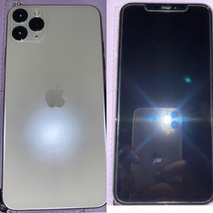 iPhone 11Pro Max LOCKED •NO CRACKS •NO SCRATCHES • for Sale in Los Angeles, CA