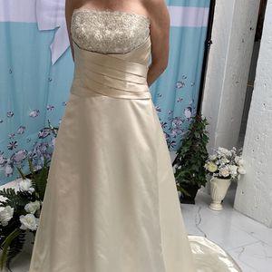 NWT Moonlight Crystals Silk Wedding Dress Size 12 for Sale in Rancho Cordova, CA