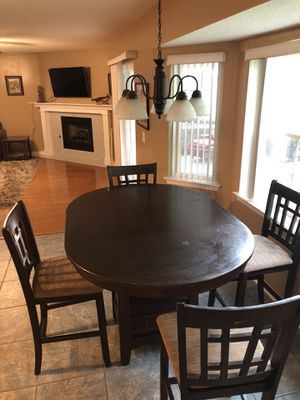 Round top kitchen table! for Sale in Pensacola, FL