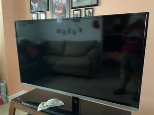 Toshiba smart 60 inch tv and table for Sale in Miami, FL