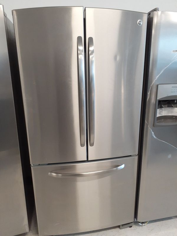 Ge stainless steel French door fridge in good condition with 90 day's warranty