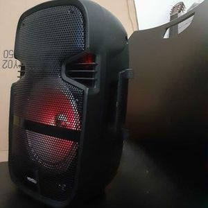 Speakers bluetooth 1500watts Never Used Brand New In The Box With Micróphone for Sale in Miami, FL
