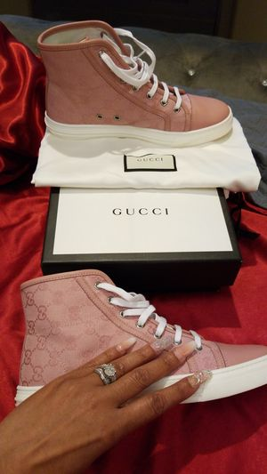 Women's Gucci sneakers. Size 39 for Sale in Harrisburg, NC