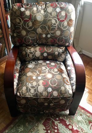 cloth recliner chair in great condition for Sale in MARTINS ADD, MD