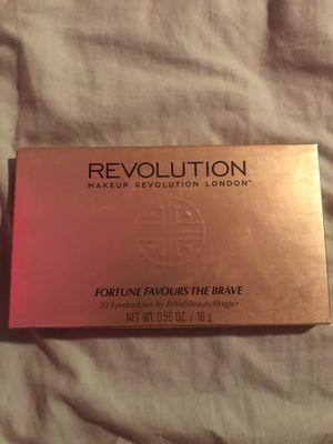 Make Up Revolution 30 Eyeshadow Palette for Sale in Phoenix, AZ