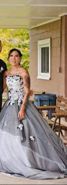 Vintage Wedding dress ( black & white) for Sale in Steubenville, OH
